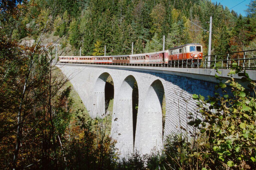 Adventure train on Viaduct
