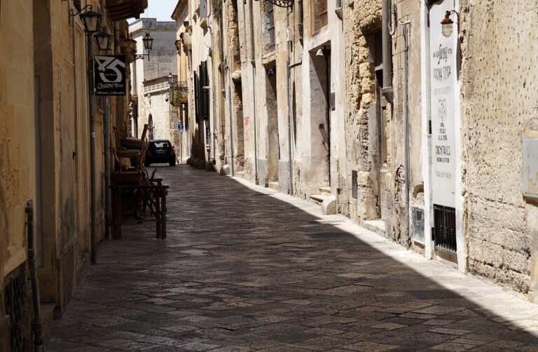 Closest Airport to Lecce Italy