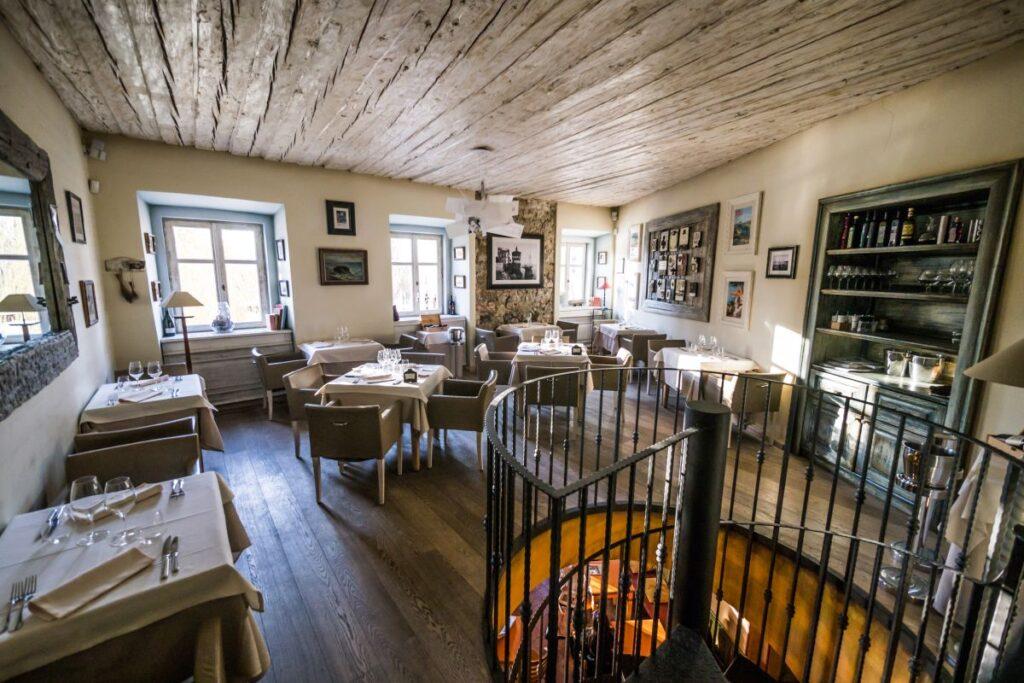 Le Petit Cafe Interior